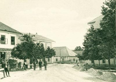 Trojičné námestie začiatkom 20. storočia.